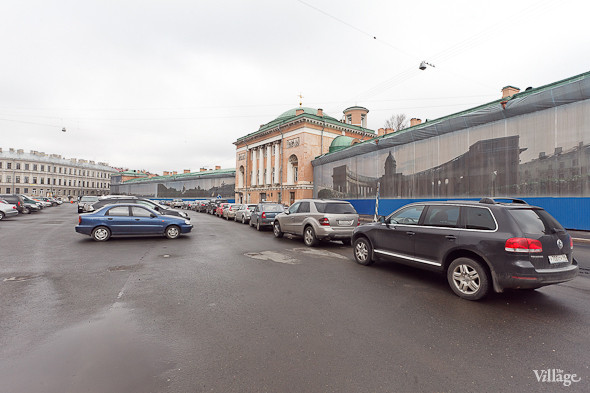 Так сейчас выглядит Конюшенная площадь в Санкт-Петербурге. На ней находится автомобильная стоянка.. Изображение № 44.