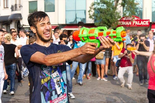 Как у них: Чего требуют на митингах жители Афин, Минска, Тель-Авива и Гонконга. Изображение № 16.