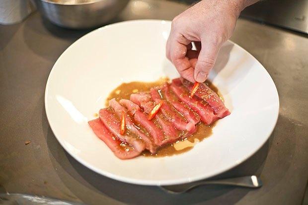 Шеф дома: Том ям и сашими из тунца Геннадия Иозефавичуса. Изображение № 94.