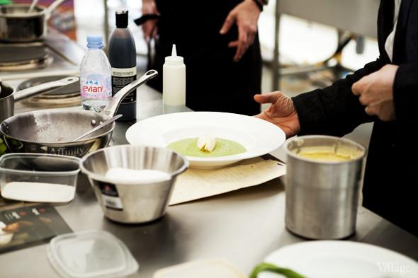 Omnivore Food Festival: Илья Шалев и Алексей Зимин готовят три блюда из редиса и черемши . Изображение № 28.
