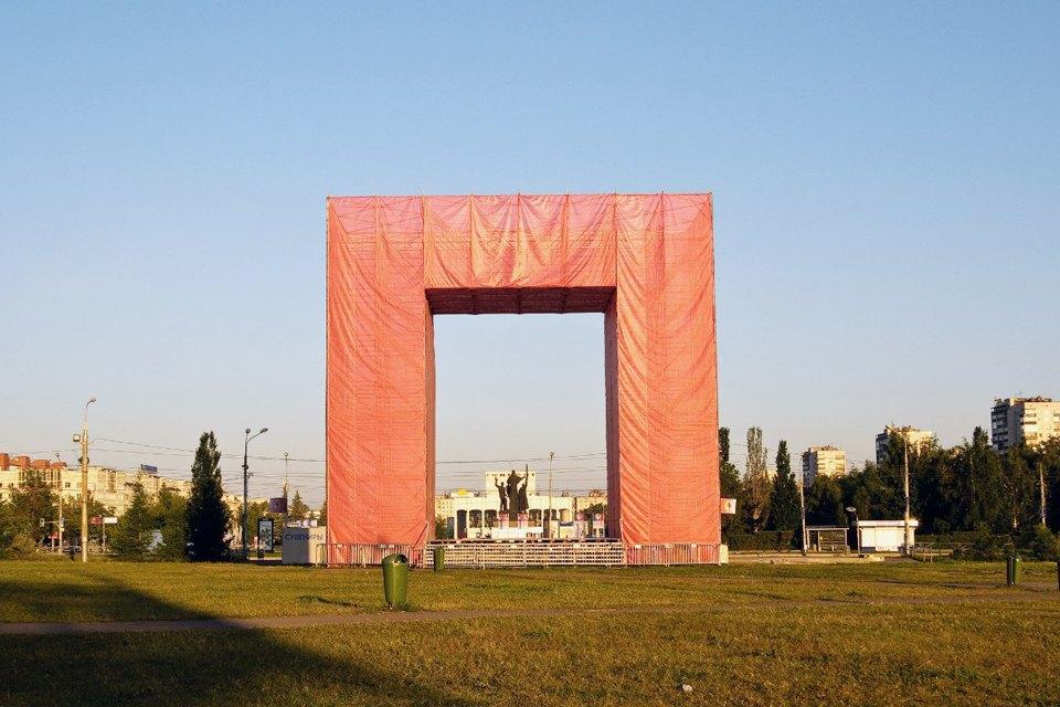 Логотип Перми, разработанный Студией Лебедева, встроенный в городскую среду. Изображение № 19.