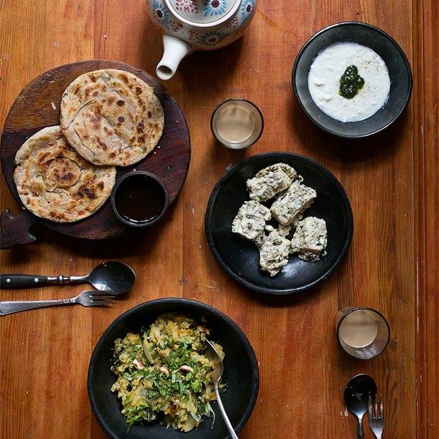 Завтраки дома: Индийская каша упма слепёшками и паниром. Изображение № 1.