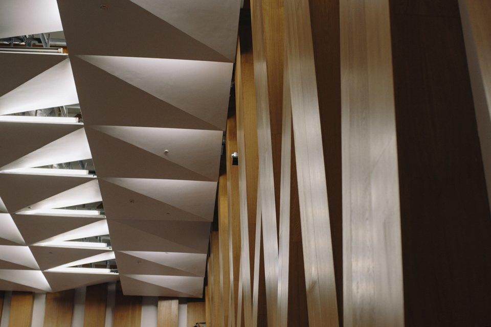 Конгресс-центр с автографом Чубайса на стене. Изображение № 20.