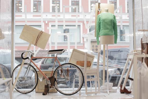 Мы вам покажем: 7 оформителей витрин московских магазинов. Изображение № 12.