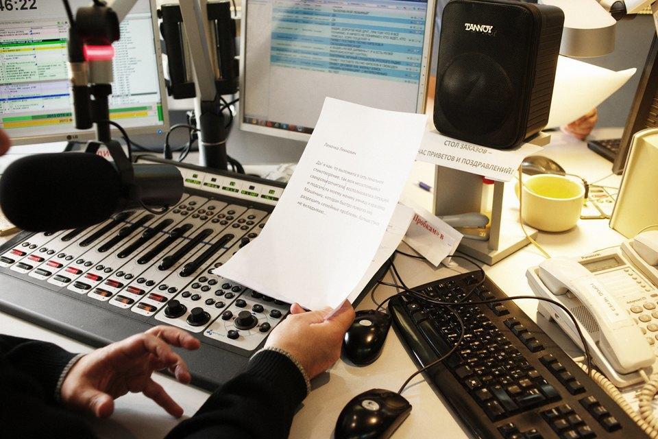 Ведущие утренних радиошоу о том, как будить город. Изображение № 7.