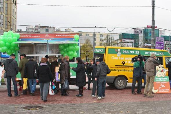 Передвижной фургон для раздачи бездомных животных ездит по Петербургу. Изображение № 3.