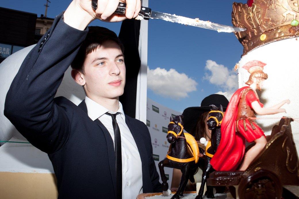 «Женщины затмили коней»:  Дамы иджентльмены намосковских скачках. Изображение № 28.