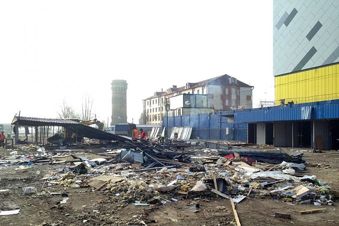 У метро «Рыбацкое» начали сносить рынок иавтоларьки. Изображение № 1.
