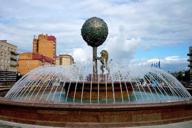 Фонтан в Ломоносове на Александровской улице открыли в прошлом году к 300-летию Ораниенбаума. Видимо, фонтан уже требует реконструкции. Изображение № 4.