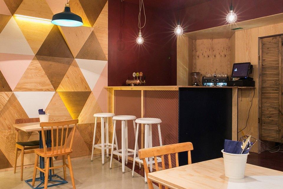Кафе Wong Kar Wine нанабережной Фонтанки. Изображение № 3.