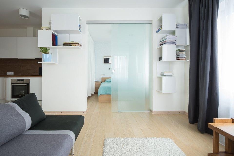 Квартира для большой семьи сминималистским интерьером. Изображение № 10.