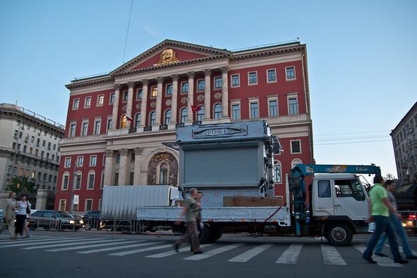 Изображение 3. Фоторепортаж: На Тверской улице появился первый ларёк нового образца.. Изображение № 2.