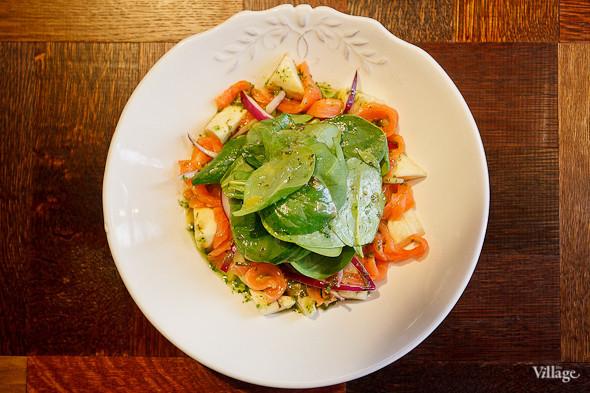 Салат из копчёного лосося и авокадо — 280 рублей. Изображение № 47.