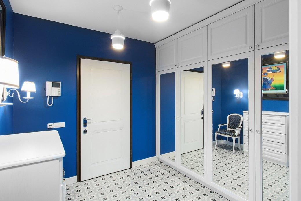 Квартира встаром доме склассической мебелью иплиткой азулежу (Петербург). Изображение № 4.