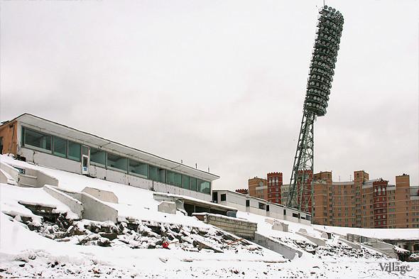 Стадион в январе 2011 года, фоторепортаж The Village «На последнем дыхании». Изображение № 7.
