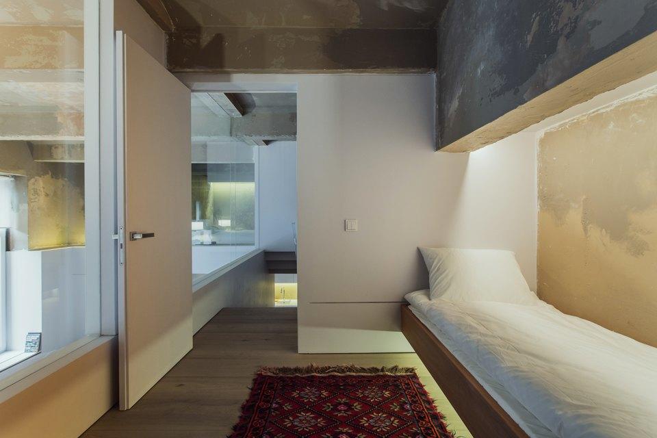 Двухэтажный лофт на «Рижской» сдагестанскими коврами. Изображение № 17.