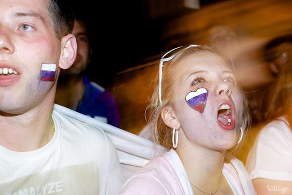 Фоторепортаж: Болельщики в фан-зоне парка Горького. Изображение № 31.