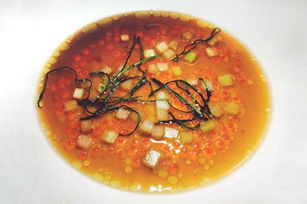 Флан из белой репы в бульоне с красной икрой Пако Моралеса. Первое блюдо в сете испанца. Изображение № 8.