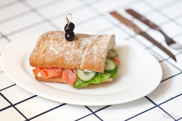 Сэндвич с лососем — 220 рублей. Изображение № 23.