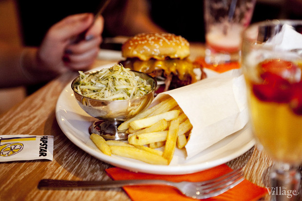 Новое место: Бургер-бар «11/1». Изображение № 27.