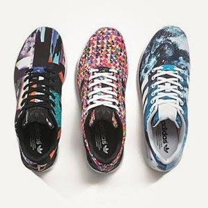 Свитшот Maison Kitsuné, кроссовки adidas Originals, платье AllSaints. Изображение № 3.