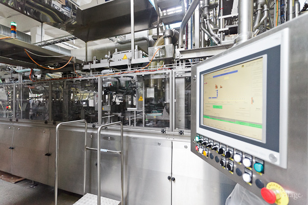 Фоторепортаж: Как делают йогурты на молочном заводе. Изображение № 43.