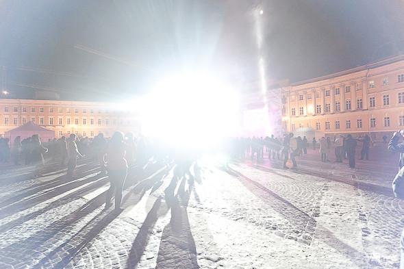 Тем временем на Дворцовой площади проходила драм-н-бейс вечеринка Радио Рекорд. Изображение № 40.