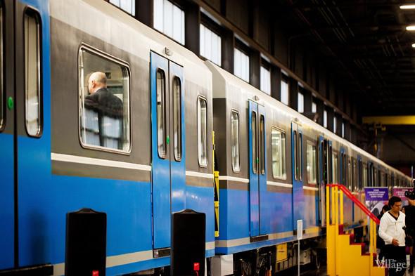 В Петербурге представили новые вагоны метро и низкопольный трамвай. Изображение № 4.