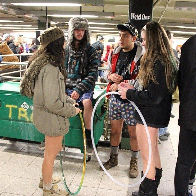 Флешмоб «В метро без штанов» в снимках Instagram. Изображение № 10.
