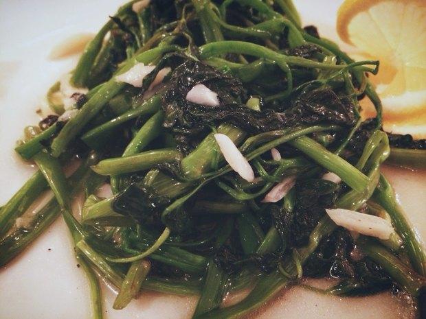 Рау Муонг — вьетнамский шпинат, обжаренный с чесноком в устричном соусе — 345 рублей. Изображение № 3.