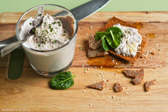 Постная намазка из тофу и грецких орехов. Изображение № 5.