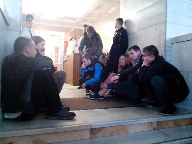 Активисты «Другой России» «захватили» мэрию. Изображение № 1.