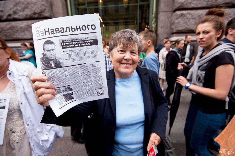 Фоторепортаж: «Народный сход» вподдержку Навального вПетербурге. Изображение № 9.