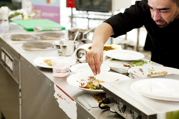 Omnivore Food Festival: Андрей Рывкин готовит карри из петуха на монастырском квасе. Изображение № 37.