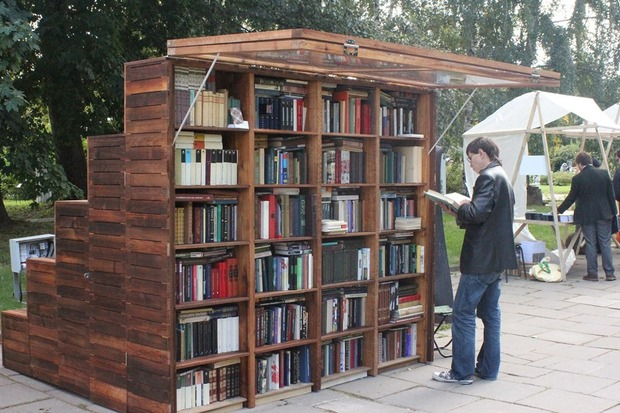 В московских парках появились книжные павильоны. Изображение № 1.