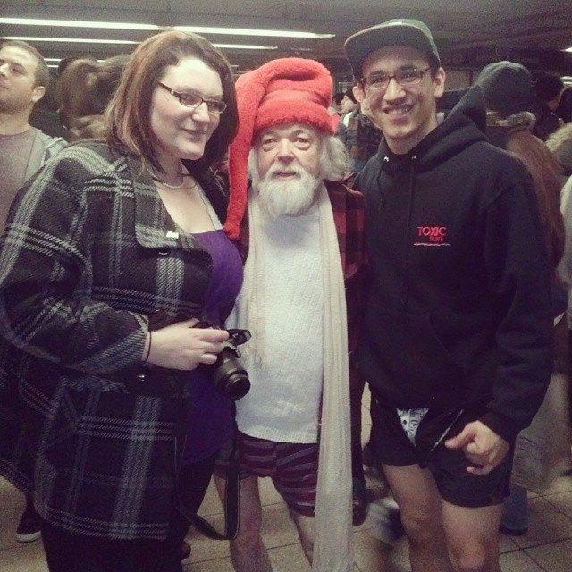 Флешмоб «В метро без штанов» в снимках Instagram. Изображение № 3.