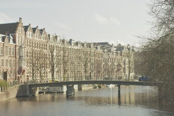 Мост через один из многочисленных каналов. Изображение № 6.