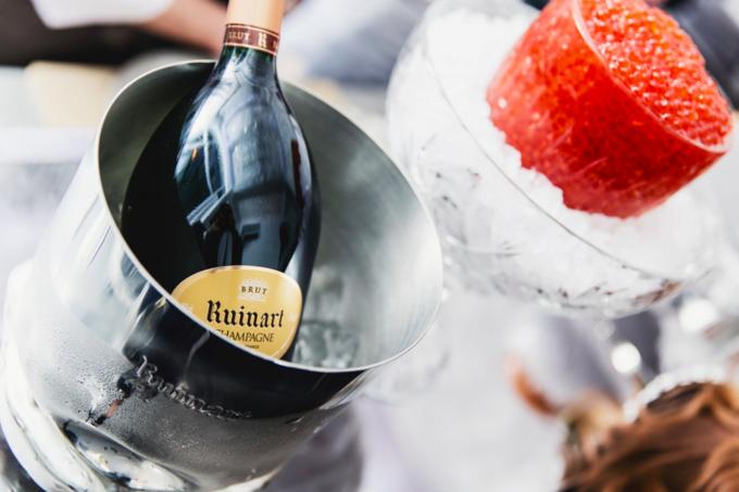 В «Метрополе» открылся временный шампань-бар R Champagne Bar. Изображение № 2.