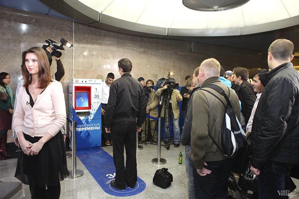 Фото дня: Как получить проездной на метро за приседания. Изображение № 6.