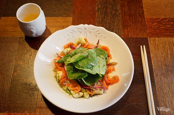 Салат из копчёного лосося и авокадо — 280 рублей. Изображение № 46.
