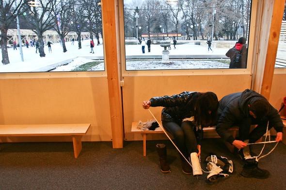 Бегущий на лезвиях: Первые посетители катка в парке Горького. Изображение № 19.