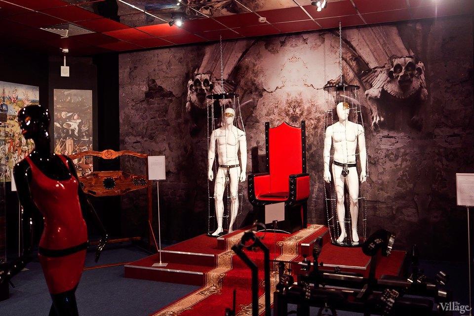Люди в городе: Первые посетители музея эротики. Изображение № 2.
