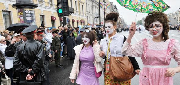День города: Народные гулянья, велопробег, парад такс и рок-концерт. Изображение № 1.