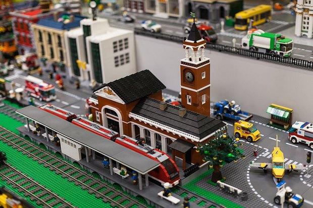 Фото дня: Как выглядит музей Lego в Петербурге. Изображение № 1.