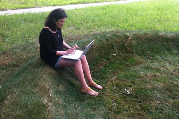 Wi-Fi-газон с диваном из травы появился в Купчине. Изображение № 2.