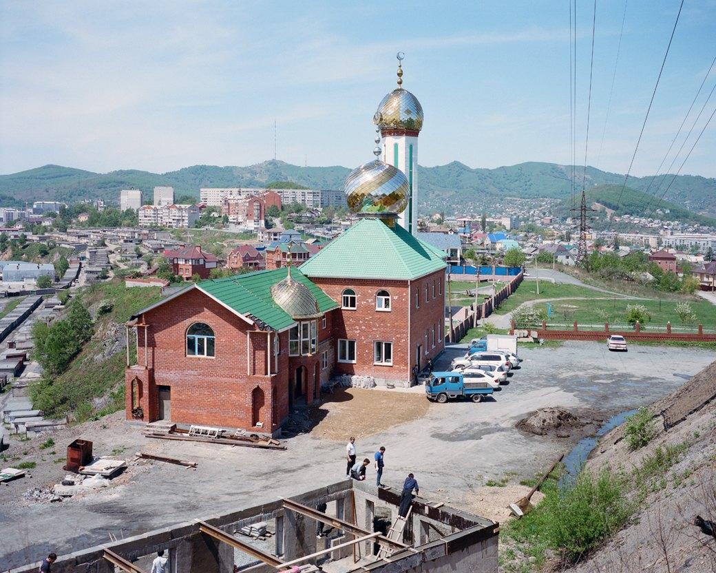 Фотограф Максим Шер — отом, изчего состоит постсоветский город. Изображение № 21.