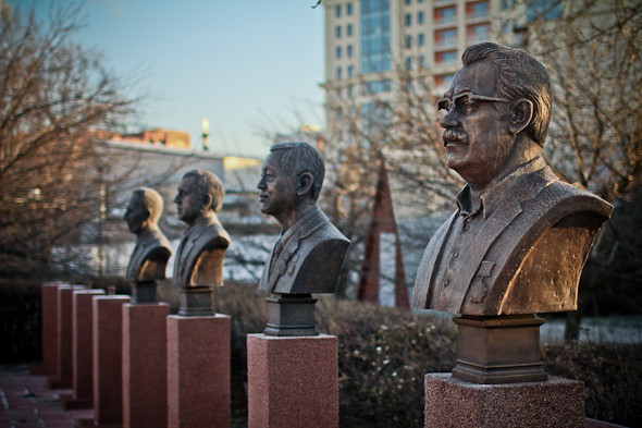 Падение кумиров: В парке «Музеон» демонтировали незаконные памятники. Изображение № 16.
