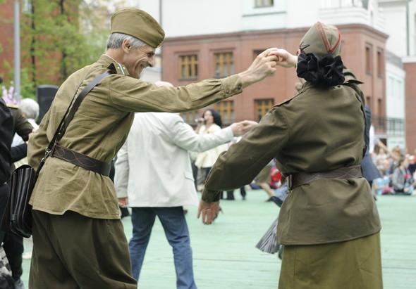 День Победы в Москве и Петербурге: Как гуляют и о чём вспоминают ветераны 9 Мая. Изображение № 30.