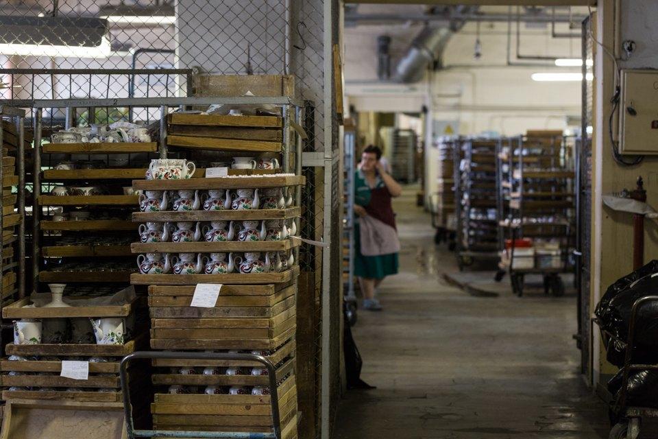 Как делают сервизы истатуэтки наИмператорском фарфоровом заводе. Изображение № 23.