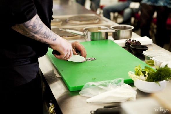 Omnivore Food Festival: Алекс Жилюк готовит картофельные оладьи с чёрной икрой и баллотин из ягнёнка. Изображение № 6.